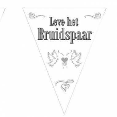 Vlaggenlijn voor het bruidspaar